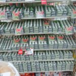 【横浜駅内セブン】バレンタイン用?それにしても誤発注レベルの大量チロルチョコ!